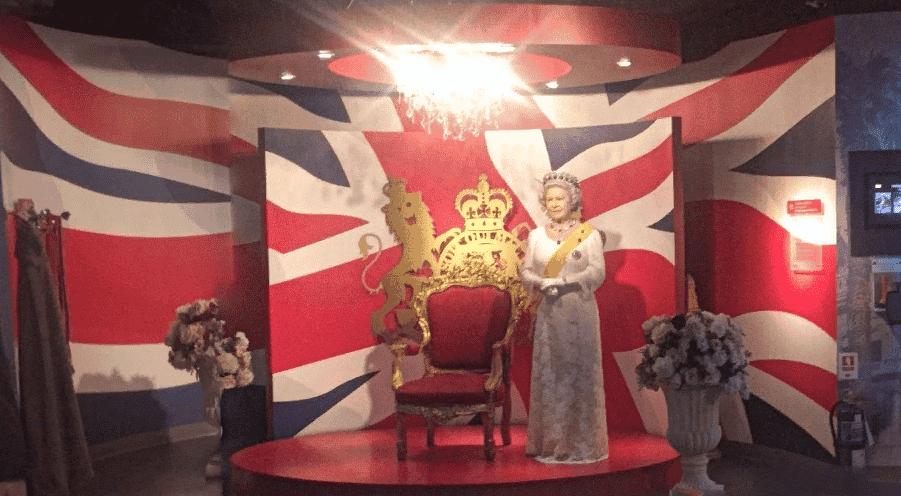 Английская королева в музее Мадам Тюссо в Таиланде