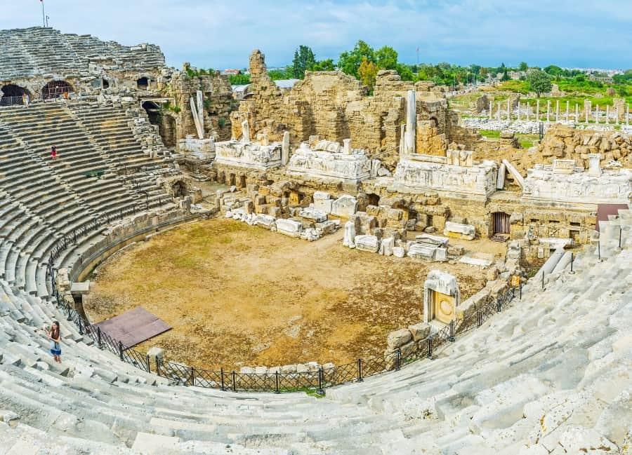 Античный римский амфитеатр в музее города Сиде