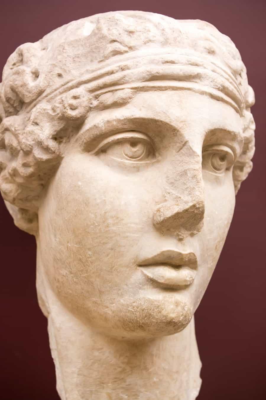 Голова поэтессы Сафо в археологическом музеи Стамбула