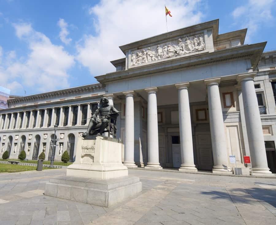 Как выглядит музей Прадо снаружи
