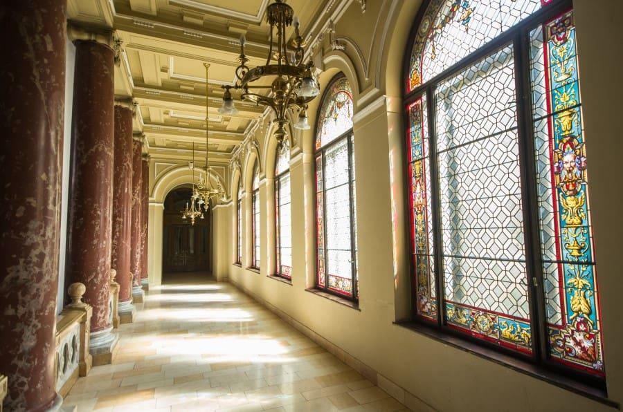 Коридор этнографического музея в Будапеште