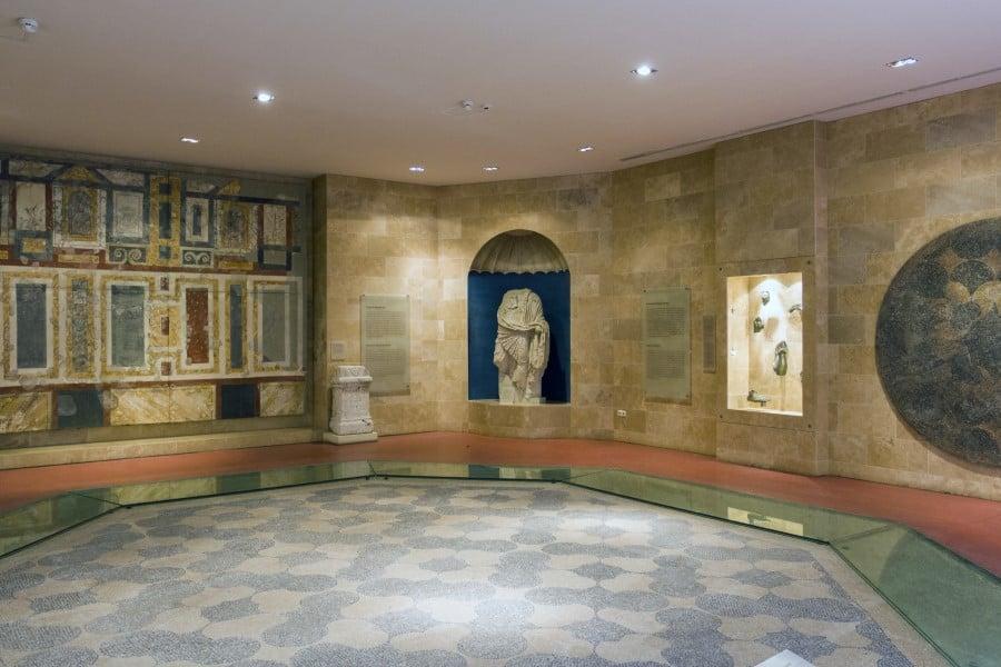 Мозайка в главном зале в музее Аквинкум
