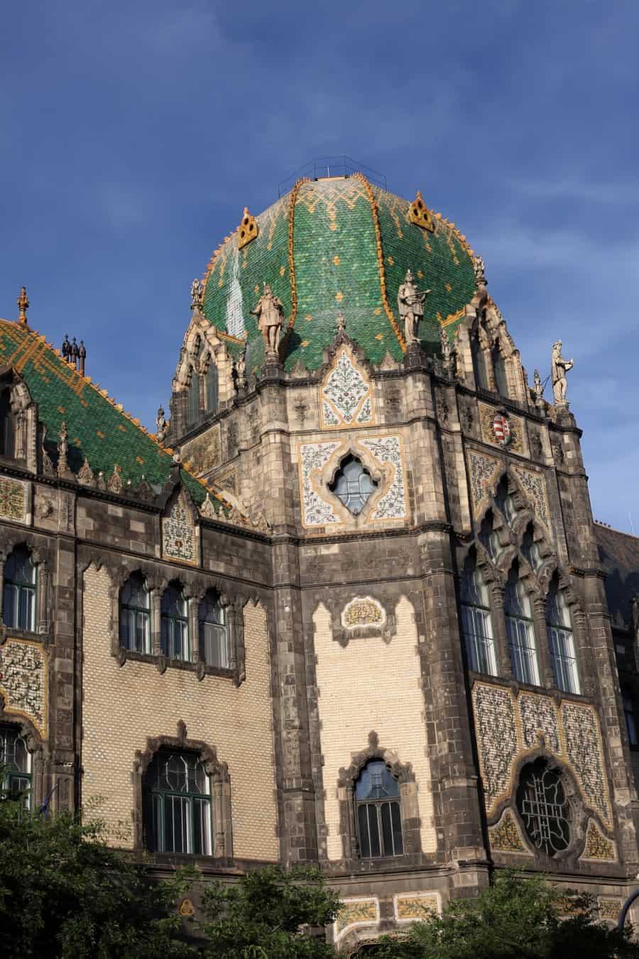 Музей прикладного искусства в Будапеште вид снаружи