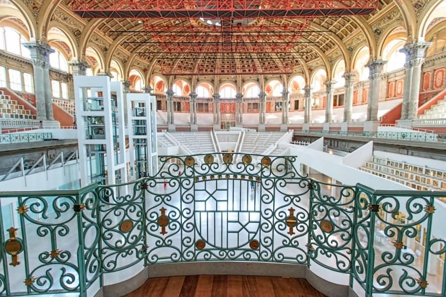 Национальный музей каталонского искусства внутри