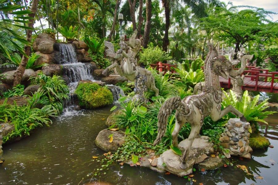 Парк вокруг музея Эраван