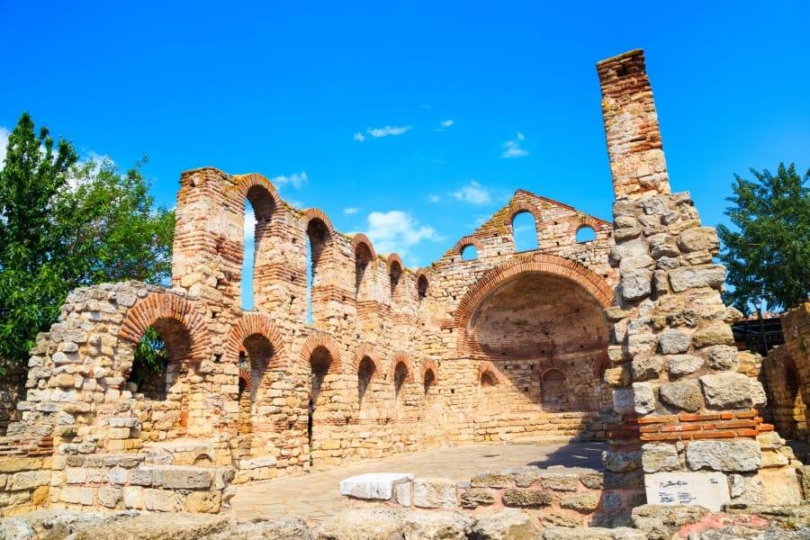 Разваленная церковь в Несебре