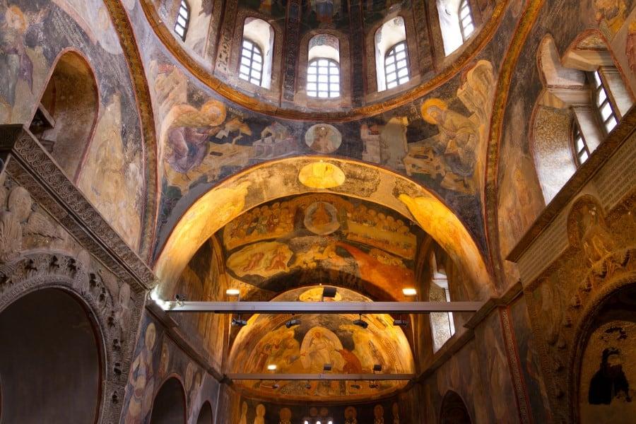 Величественные своды внутри музея Хора