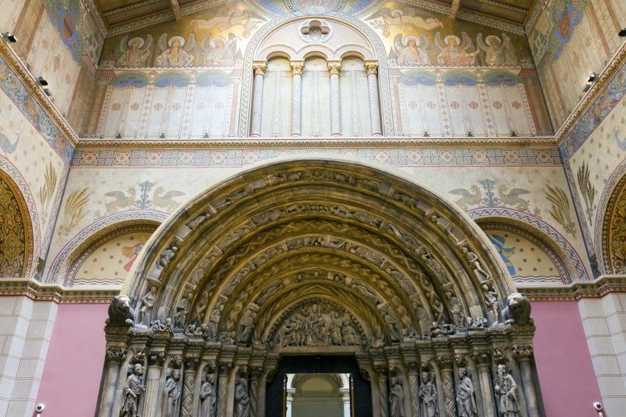 Внутреннее убранство музея изобразительных искусств Будапешта