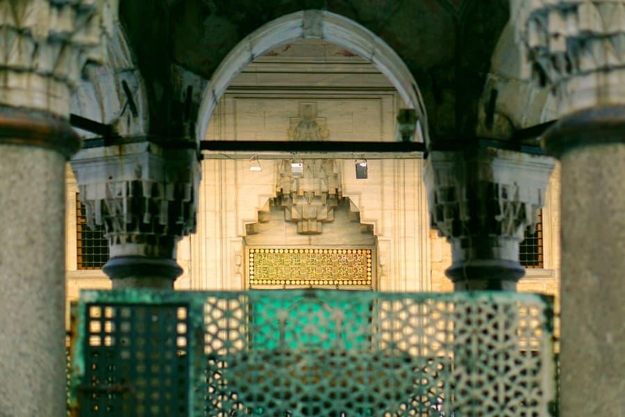 Балконы внутри Голубой мечети в Стамбуле