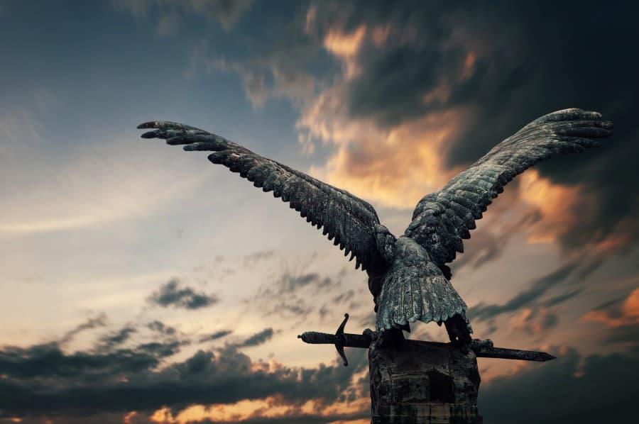 Бронзовая птица Турул в королевском Дворце