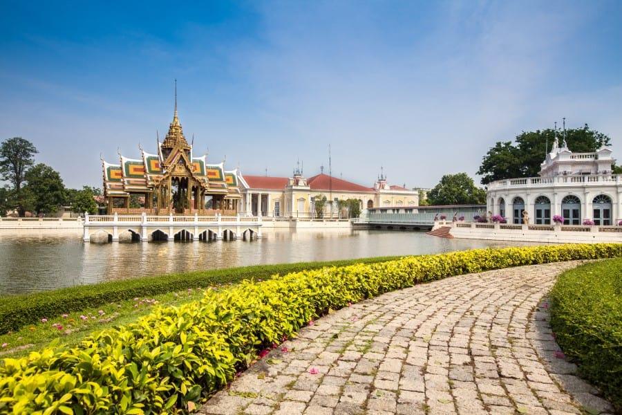 Дворец Банг Па Ин в Бангкоке вид снаружи