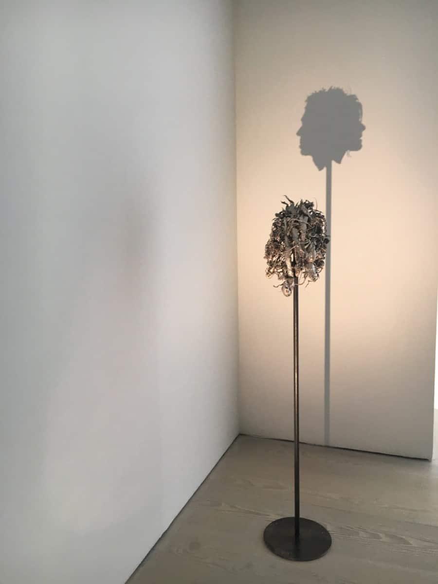 Экспонат в Галерее Саатчи в Лондоне