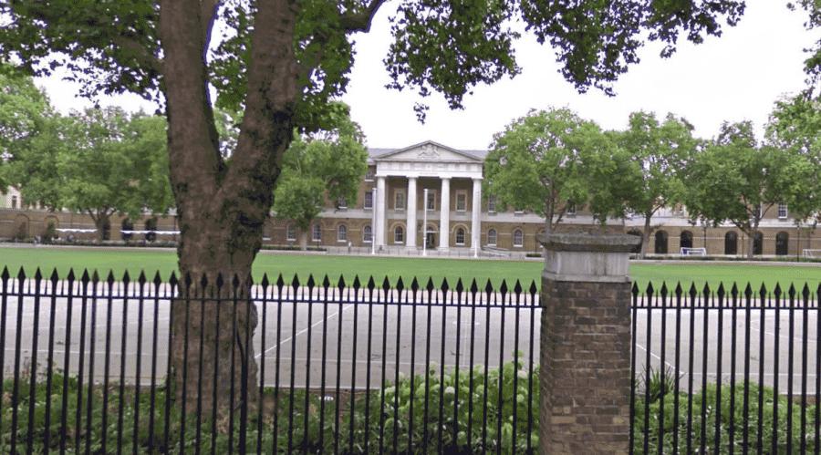 Галерея Саатчи в Лондоне вид с улицы-min