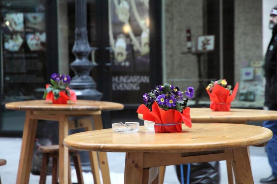 Кафешки на улице Ваци в Будапеште