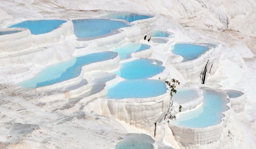 Курорт и бассейны Памуккале в Турции