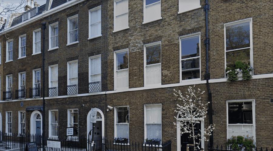 Музей Чарльза Диккенса в Лондоне фасад здания