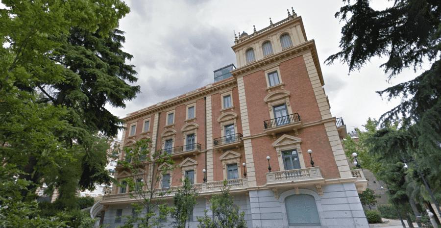 Музей Ласаро Гальдиано в Мадриде вид снаружи