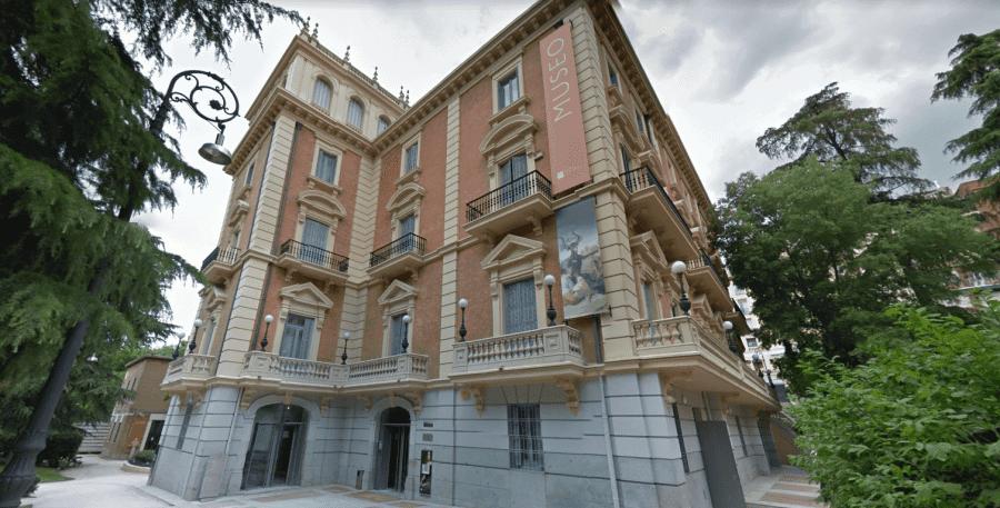 Музей Ласаро Гальдиано вид снаружи