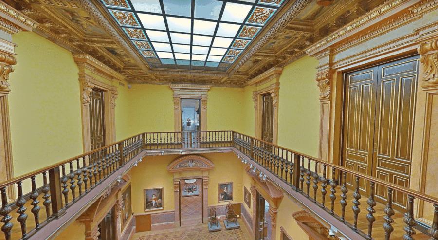Музей Ласаро Гальдиано внутри