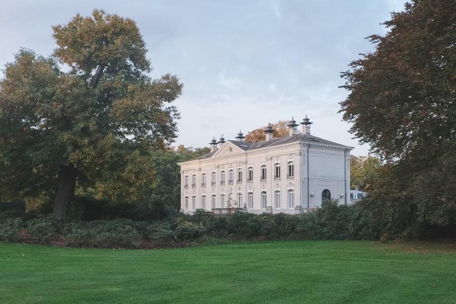 Музей в парке Мидделхейм в Антверпене