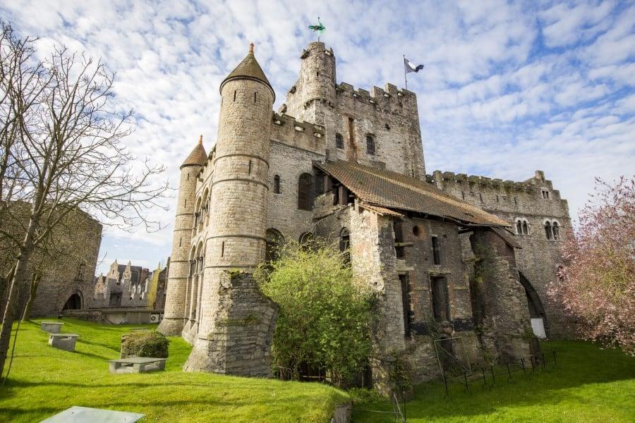 Современный вид замка графов Фландрии в Генте