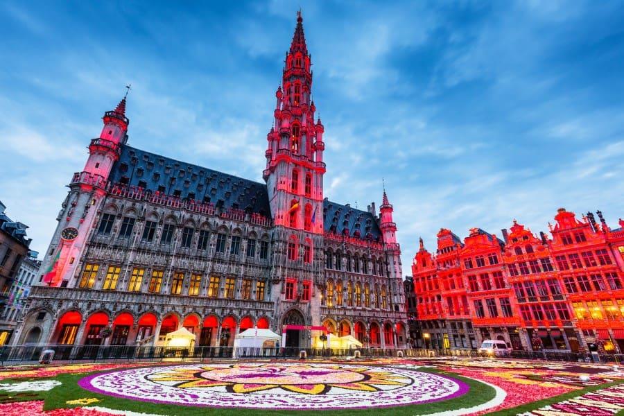 Цветочная выставка на площади Гран-Плас в Брюсселе