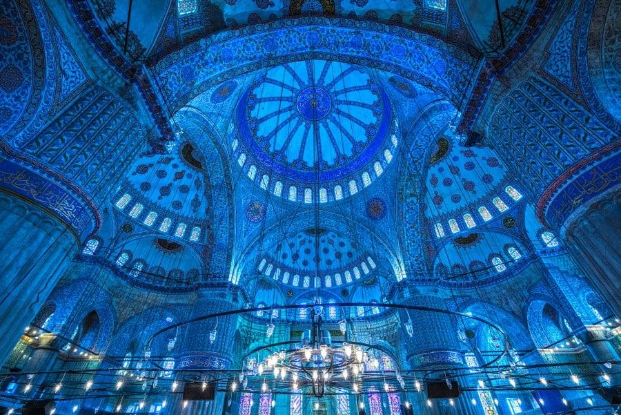 Внутреннее убранство Голубой мечети в Стамбуле