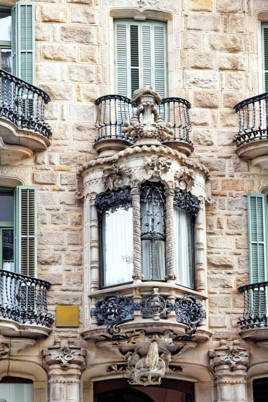 Архитектурные решения дома Кальвет в Барселоне