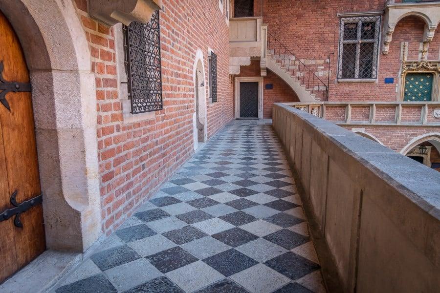 Балкончик во внутреннем дворике Ягеллонского университета