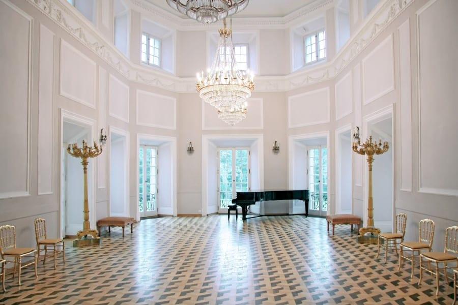 Бальный зал в Королевском замке в Варшаве в Польше