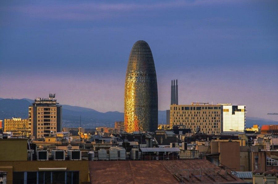 Башня Агбар в Барселоне на закате