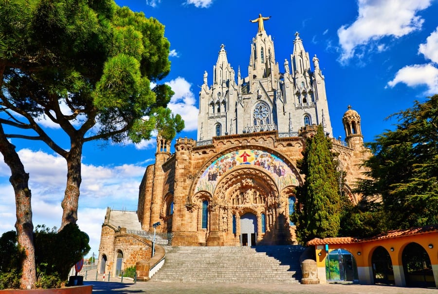 Главный Искупительный храм Испании на горе Тибидабо в Барселоне