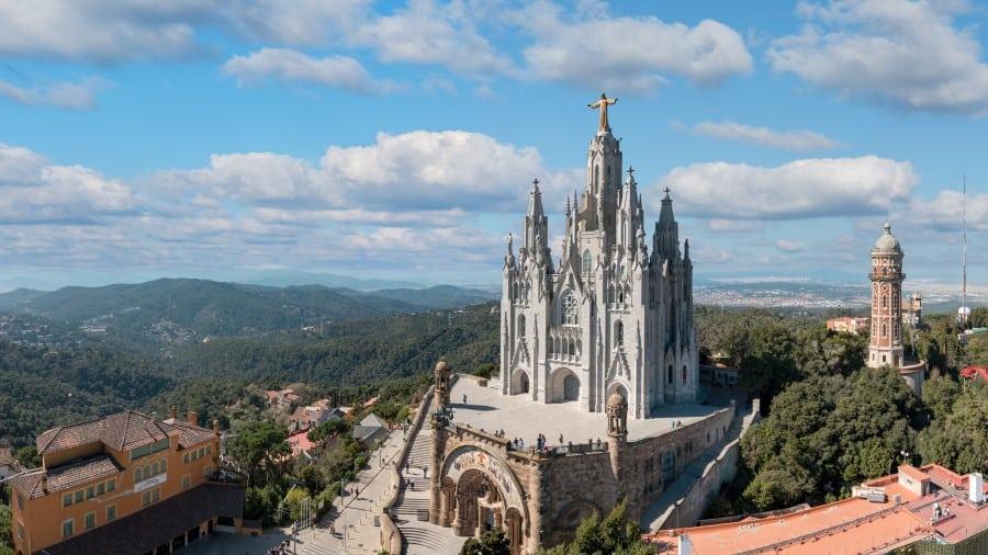 Гора Тибидабо в Барселоне (Испания)