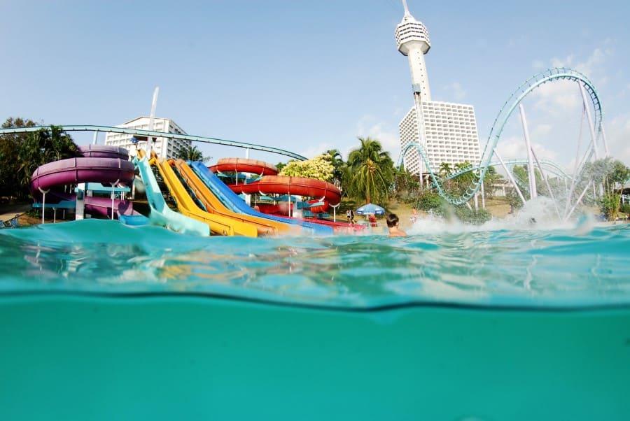 Горки и развлечения в аквапарке в Паттайя Парке