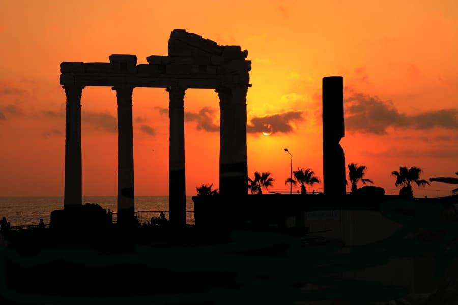 Храм Аполлона в Сиде на рассвете