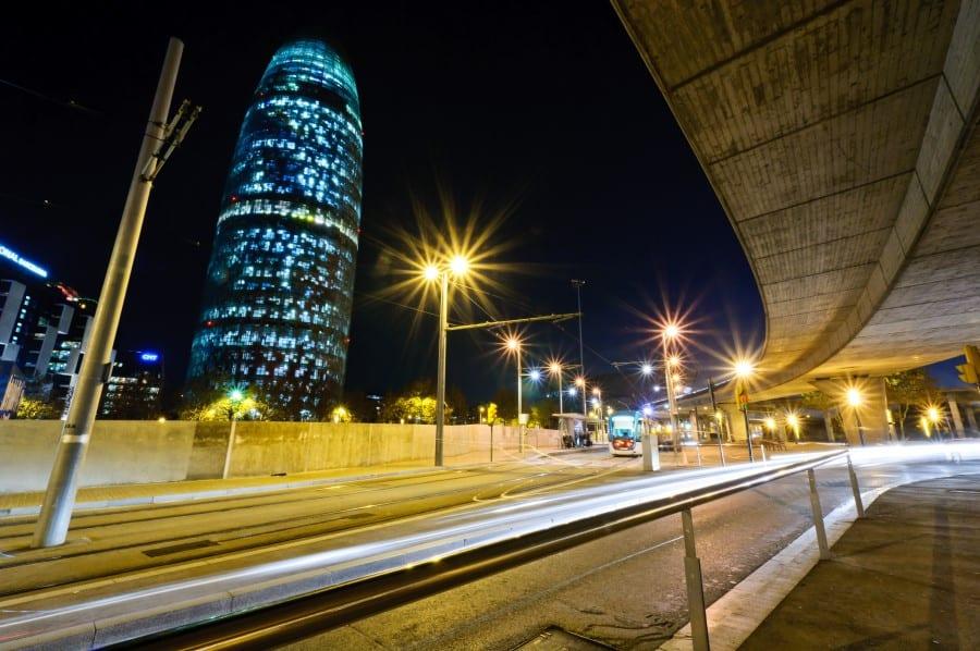 Иллюминация башни Агбар ночью