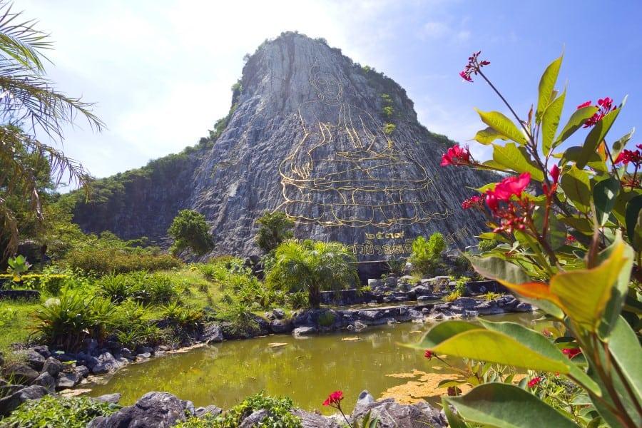 Изображение Золотого Будды на гору