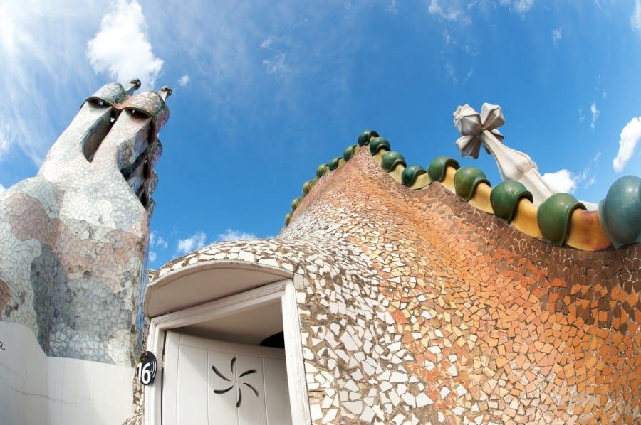 Крыша Дома Бальо в Барселоне