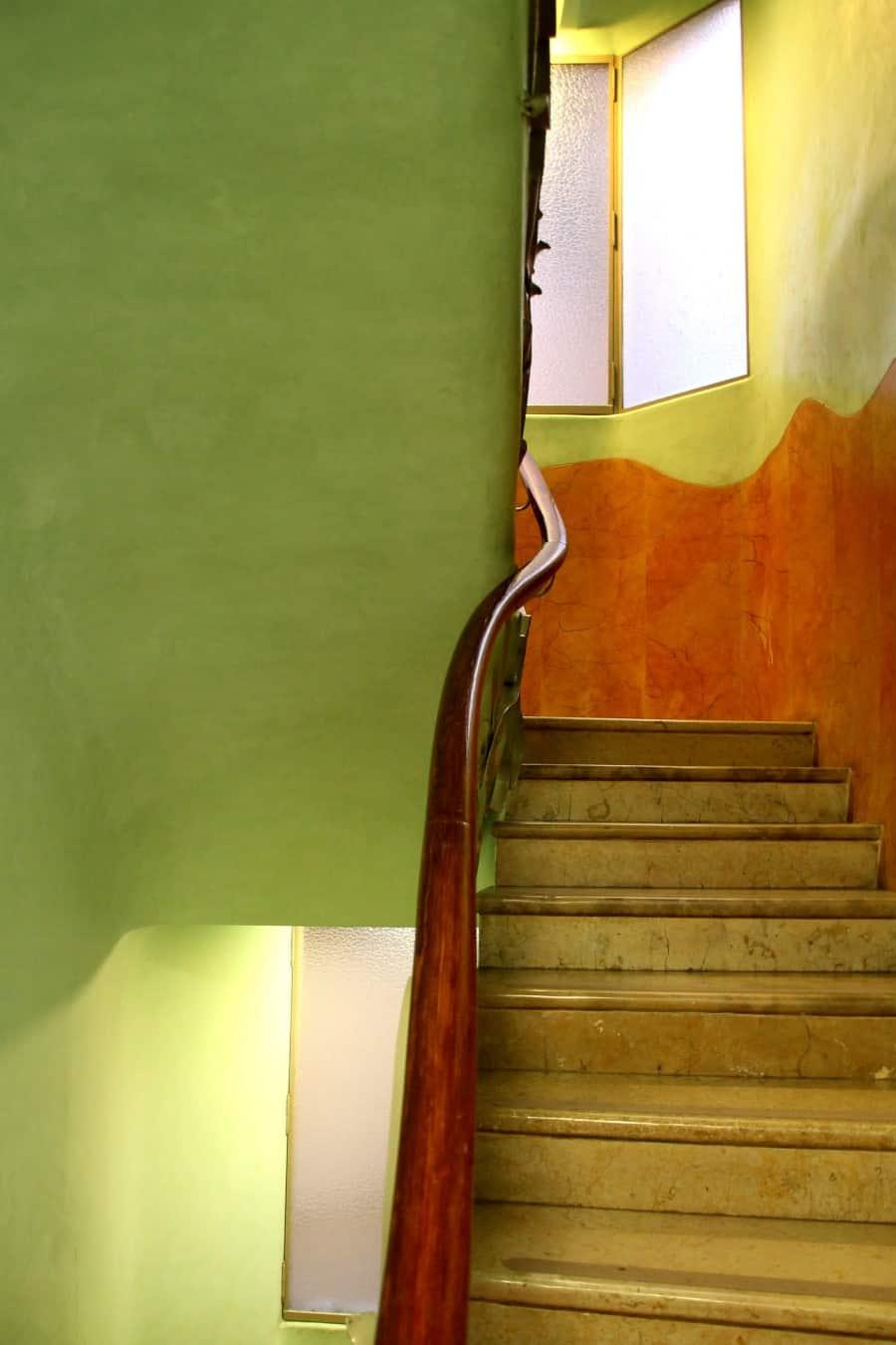 Лестница в доме Мила в Барселоне