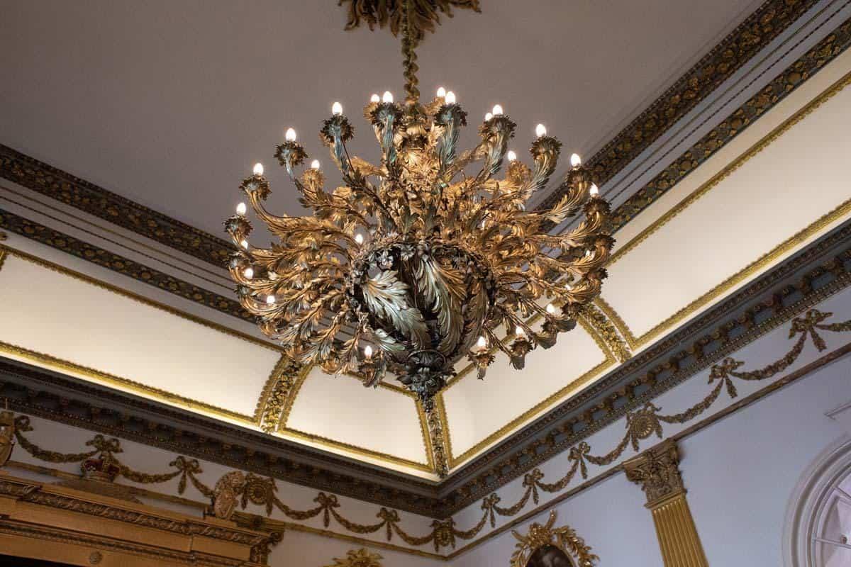 Люстра в тронном зале Дублинского замка