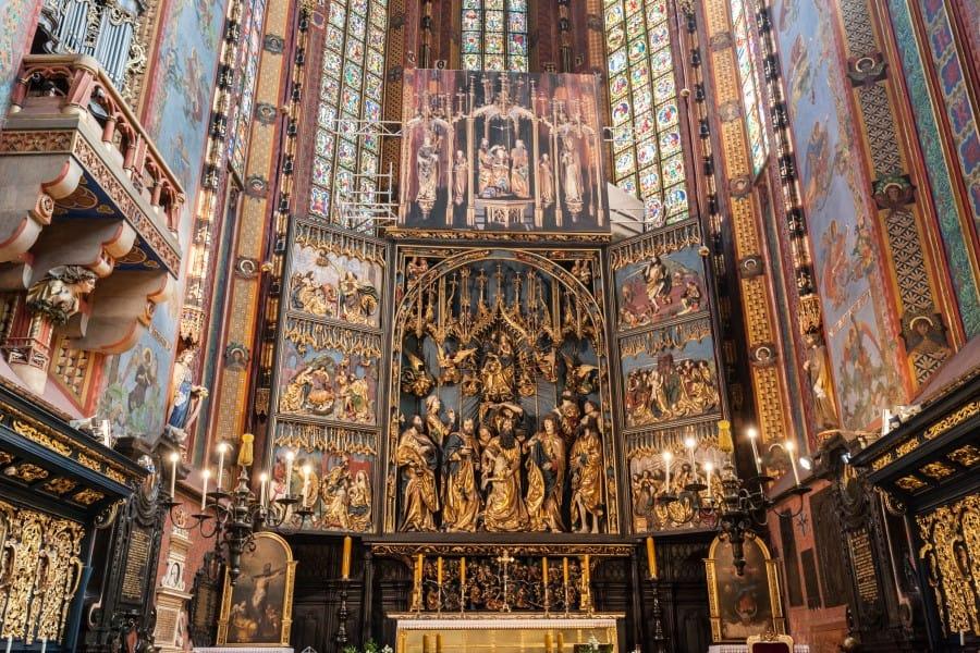 Мариацкий костел в Старом городе в Кракове вид внутри