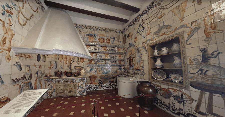 Национальный музей декоративного искусства в Мадриде вид изнутри