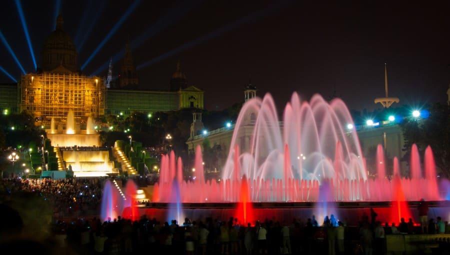 Ночное шоу магических фонтанов Монжуика а Барселоне