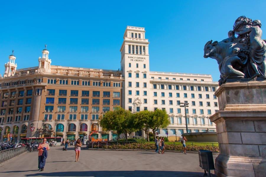 Памятник на площади Каталонии
