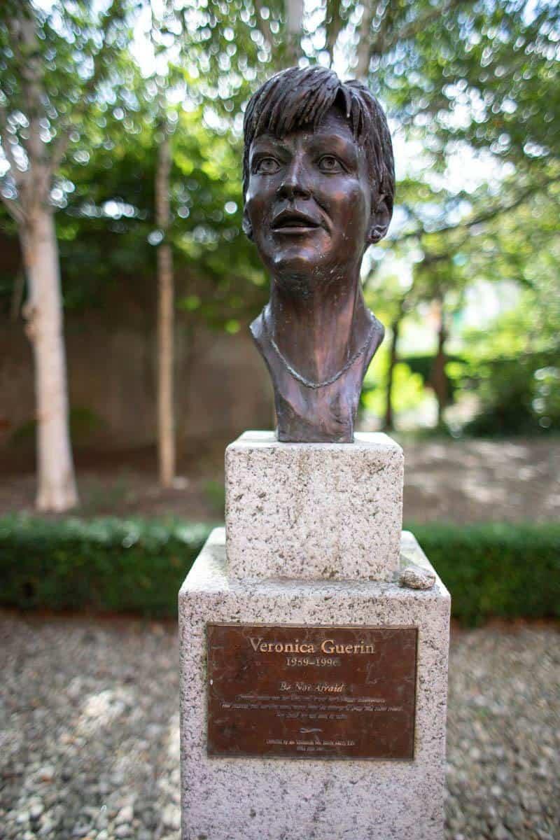 Памятник журналистке-исследователю Веронике Гуерин