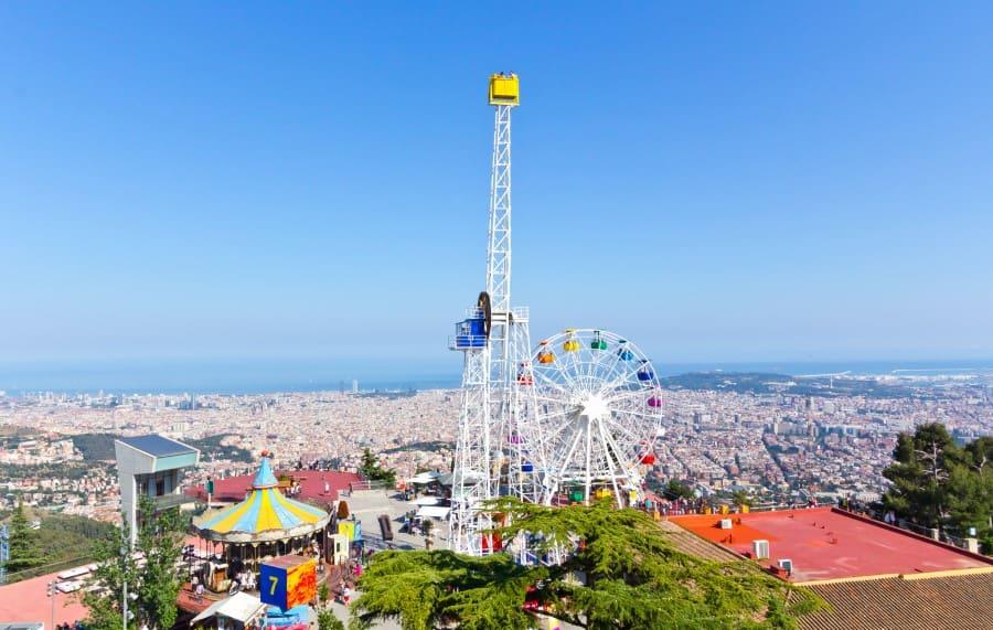 Парк развлечений на горе Тибидабо в Барселоне
