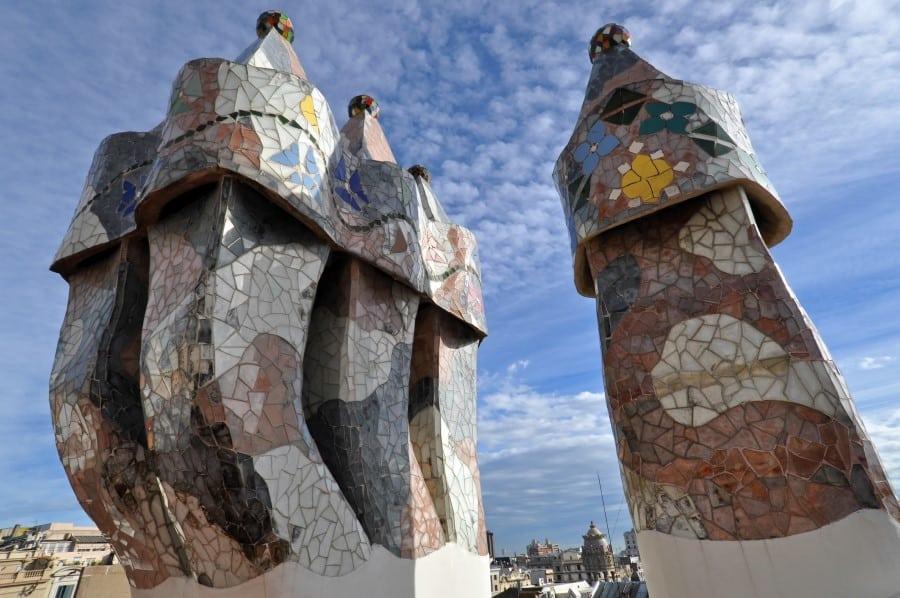 Печные трубы в доме Бальо в Барселоне