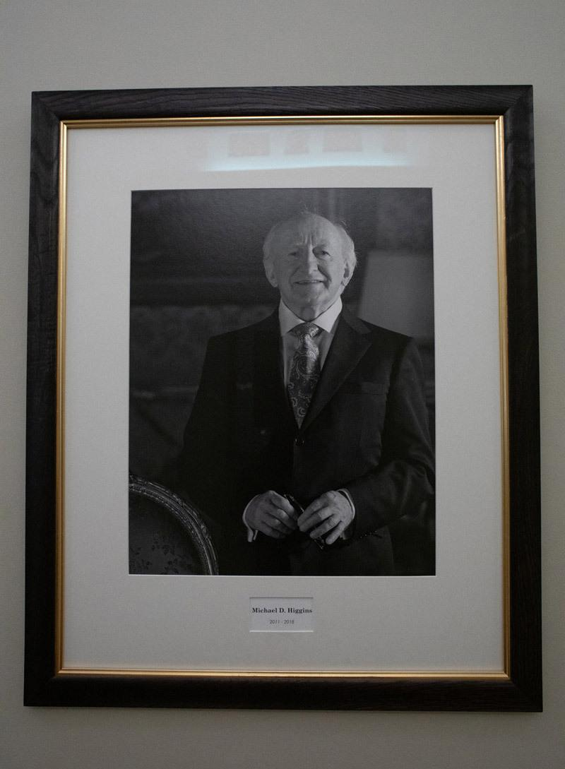 Портрет президента Ирландии с подписью