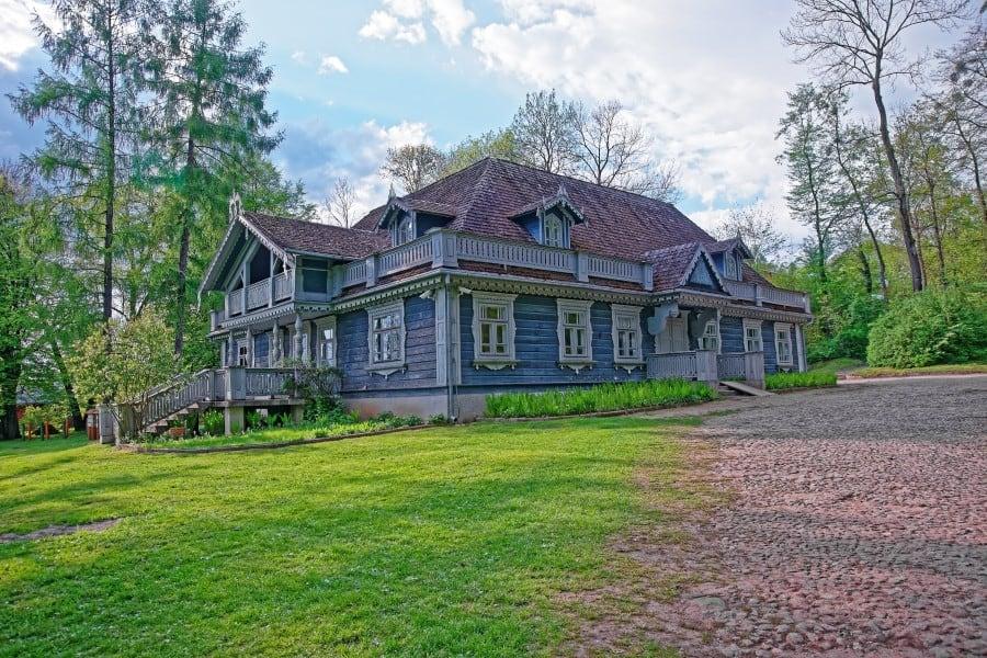 Старый дом в Беловежской Пуще в Польше