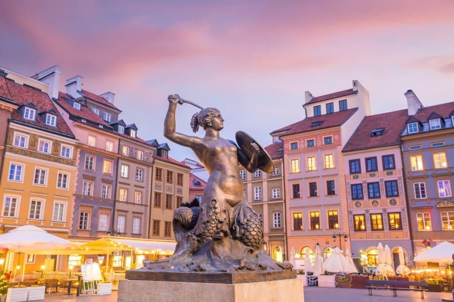 Статуя Варшавской русалки на закате